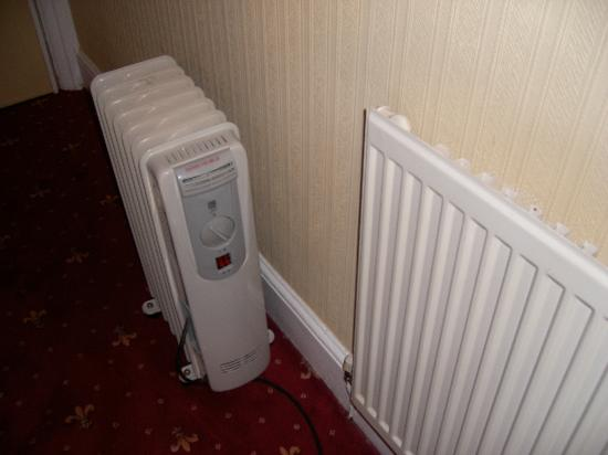 Kinmel Hotel: cold radiator so supplied with electric heater!!!!