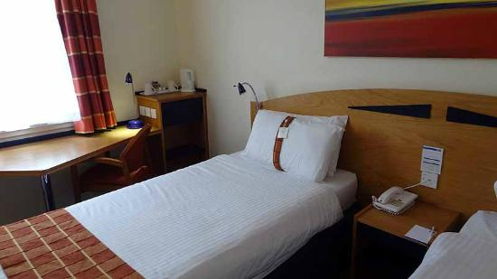Holiday Inn Express Glasgow Airport: Bedroom
