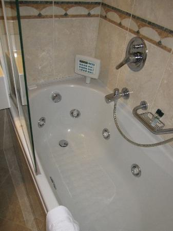 BEST WESTERN Hotel Mirage: Jacuzzi in room 120 (did not work)