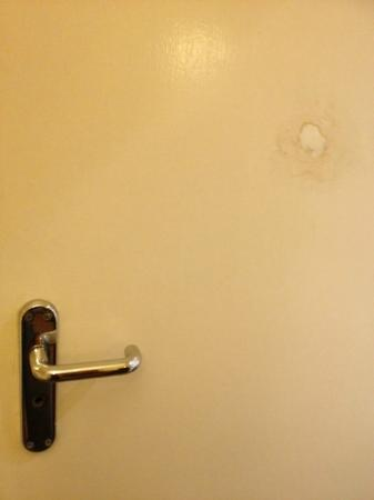 North Stafford Hotel: No Lock and poor repair on bathroom door