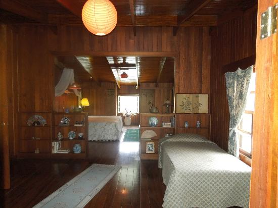 Villa Escazu: another view of large upstairs room shows xtra bed
