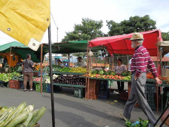 Villa Escazu: nearby Sat market
