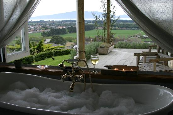 Country Patch Bed & Breakfast : French Tub- Villa