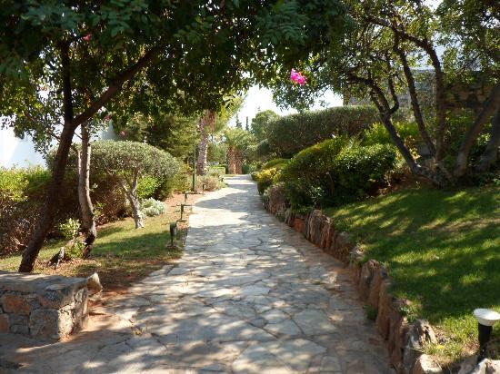 St. Nicolas Bay Resort Hotel & Villas: Walkways