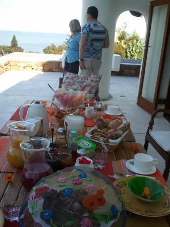 Camps Bay Ridge Guest House: breakfast with the view