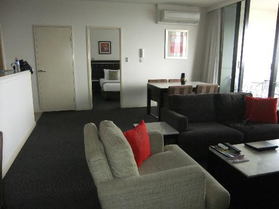 Meriton Serviced Apartments Kent Street: Lounge room