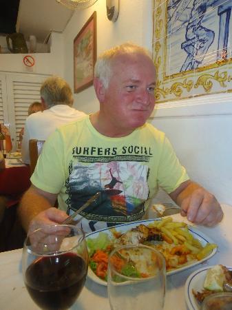 A Fonte: Dad eating the amazing chicken piri piri