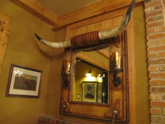 Mill Inn: western decor in lobby