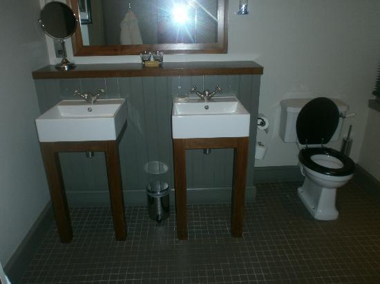 Hotel du Vin & Bistro: His n Hers sinks