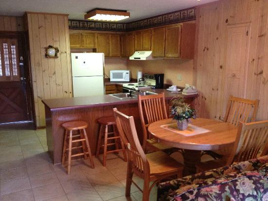Loreley Resort: Dining / Kitchen / Front Door of Bottom Unit