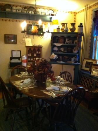 1825 Inn Bed and Breakfast: little shop. everyone loves shopping.