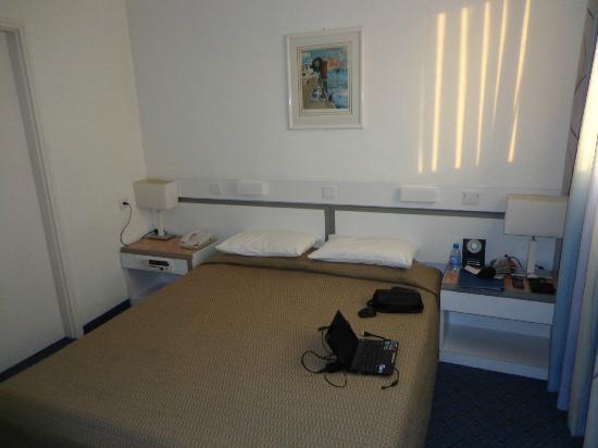 BEST WESTERN Regency Suites : Bedroom