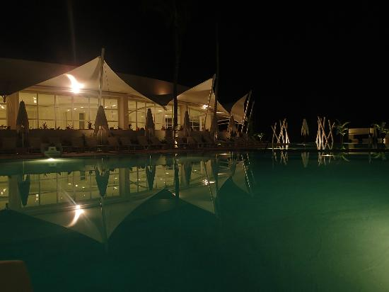 Hilton Puerto Vallarta Resort: Pool at night around 11pm