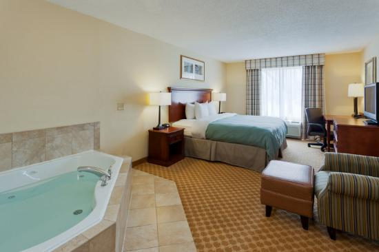 Country Inn & Suites By Carlson, Richmond West at I-64: CountryInn&Suites RichmondWest WhirlpoolSuite