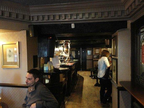 The Victoria Pub: Inside view