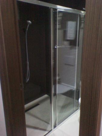 Restaurant at Hotel Dukagjini : the shower!!!
