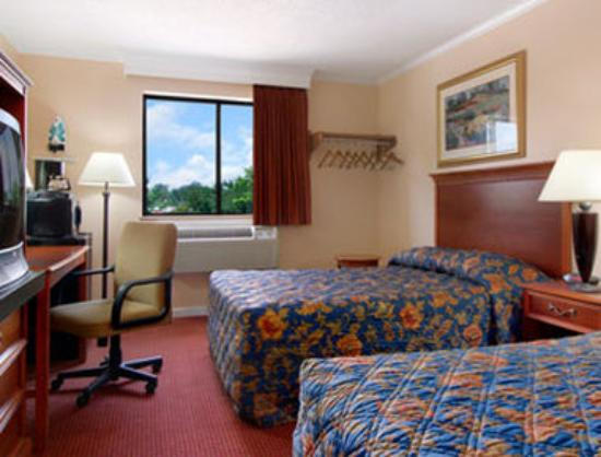 Super 8 Suffolk Tidewater: Standard Double Bed Room