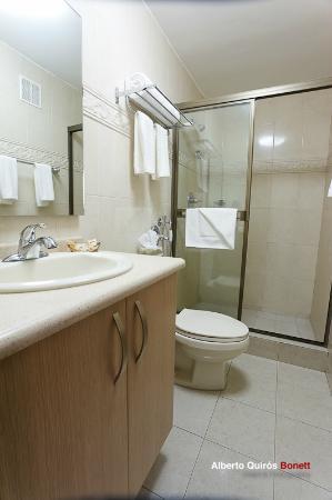 Hotel Coral Suites: Baño