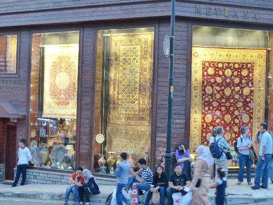 Hotel Sari Konak: Carpet stores a block away