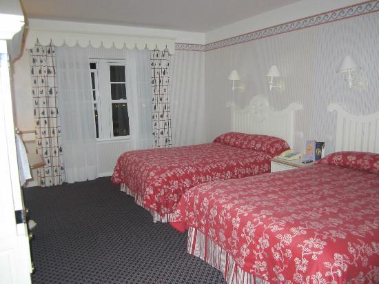 Disney's Newport Bay Club : Admiral's Floor Room