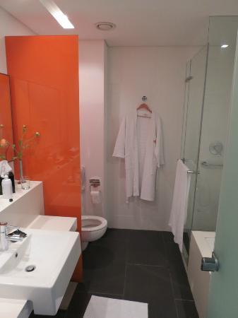 Crowne Plaza Tel Aviv City Center: Washroom