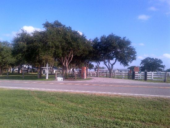 Knolle Farm and Ranch Bed, Barn and Breakfast: Entrance on FM 70