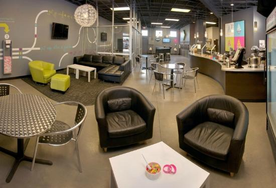 Di'lishi Frozen Yogurt Bar: Come grab a seat and stay a while!