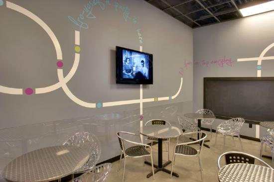 Di'lishi Frozen Yogurt Bar : Party room!