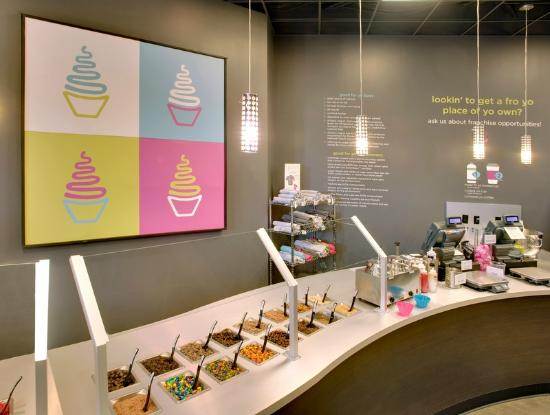 Di'lishi Frozen Yogurt Bar : Toppings anyone?