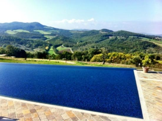 Castello di Casole Private Estate & Spa: The infinity pool