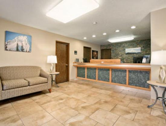 Motel 6 Clackamas: Lobby