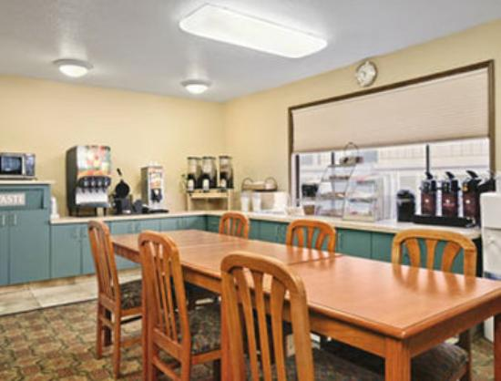 Motel 6 Clackamas: Breakfast Area