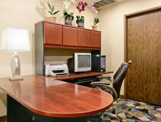 Motel 6 Clackamas: Business Center