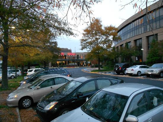 Hilton Washington Dulles Airport: Hilton Dulles Airport front entrance