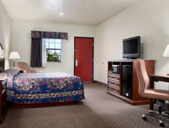 Motel 6 Atoka, OK: Standard King Bed Room