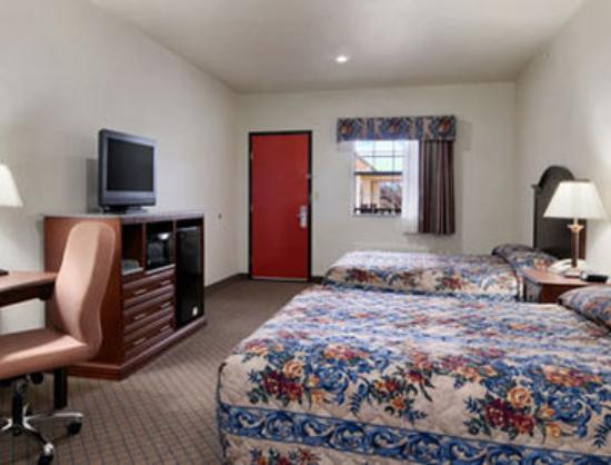 Motel 6 Atoka, OK: Standard Two Queen Bed Room