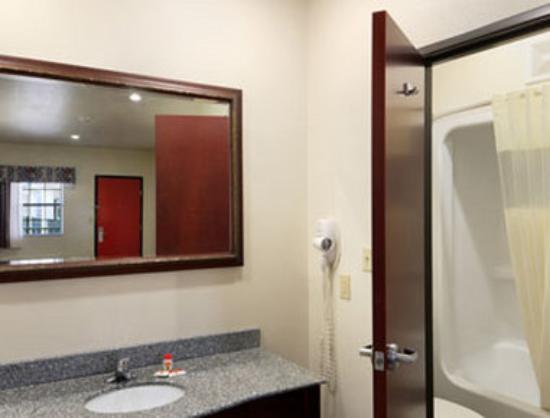 Motel 6 Atoka, OK: Bathroom