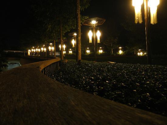Le Meridien Chiang Rai Resort: Night lights