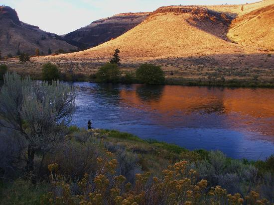 Dan Anthon's Just Add Water Fly Fishing-Day Tours : Sunset on the Lower Deschutes