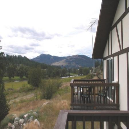 Wolfgang's Riverview Inn: View from deck