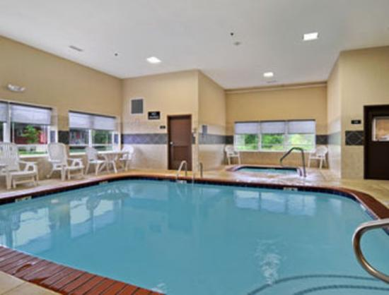 Bethel Inn & Suites: Pool