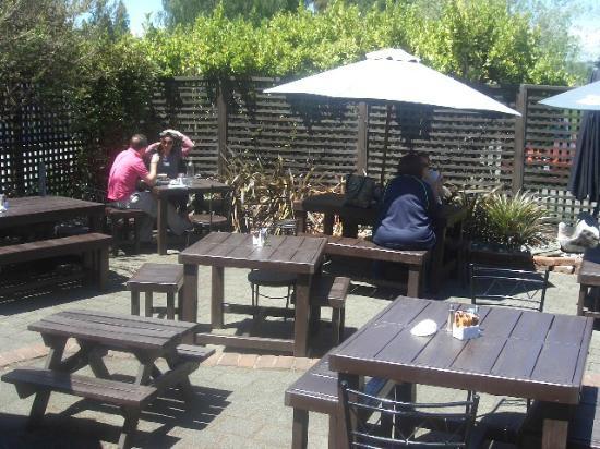 Olive Tree Cafe: Sheltered Courtyard out back