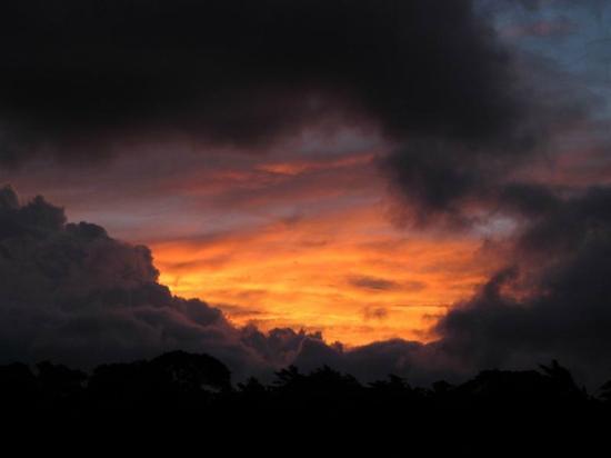 مونتيفيردي روستيك لودج: Beautiful sunset from Rustic Lodge, St Elena, Monteverde,CR