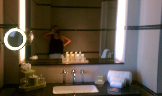 Talking Stick Resort: Single sink in bathroom, nice vanity