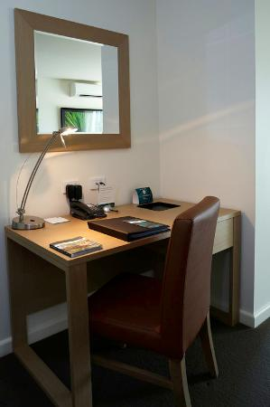 Quest Palmerston: Apartment Desk - WiFi Available