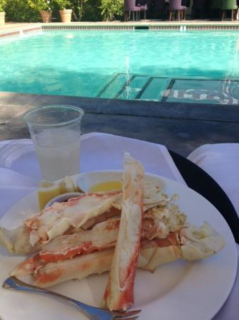 Colony Palms Hotel: I wanted crab for lunch even though it was on their dinner menu...very accomodating, even pool s
