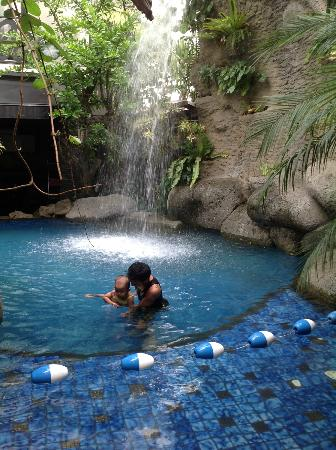 Amaroossa Bandung : pool is great for picture taking