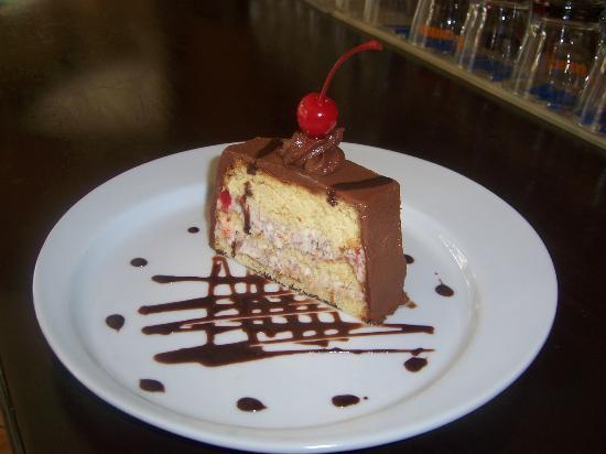 Mamma Mia Ristorante Cafe: riquisimo postre de tiramisu