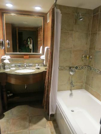 Snake River Lodge and Spa: Beautiful Bathroom