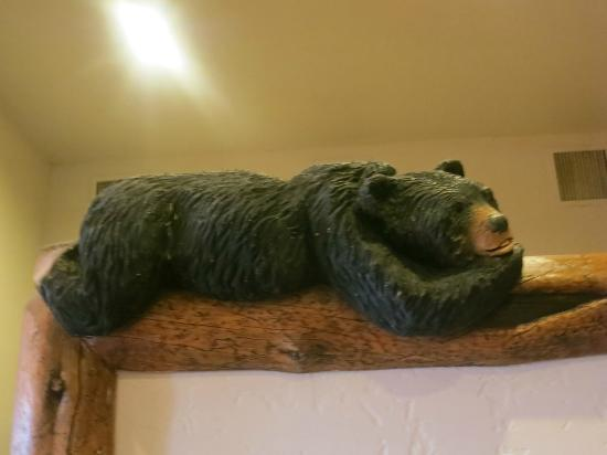 Snake River Lodge and Spa: Loved all the bears!